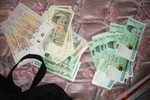 Куда можно вложить небольшие деньги